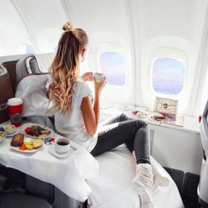 【要注意】飛行機内の過ごし方、実は間違ってる?良いこと&悪いことをご紹介